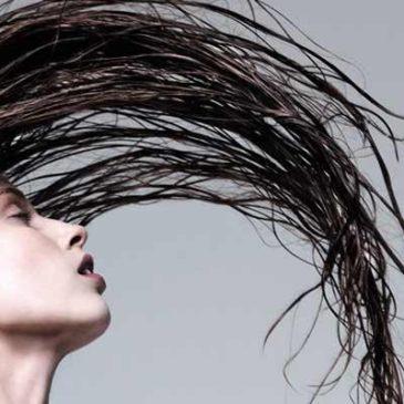 Kako odpravimo mastne lase in prhljaj?